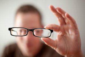 Cuộc sống thay đổi từ khi rời bỏ cặp kính